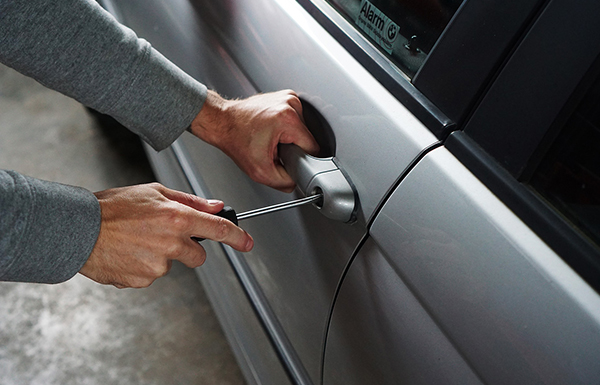 Existen ladrones especializados en la apertura de coches